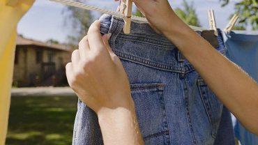 cách giặt quần jean không ra màu