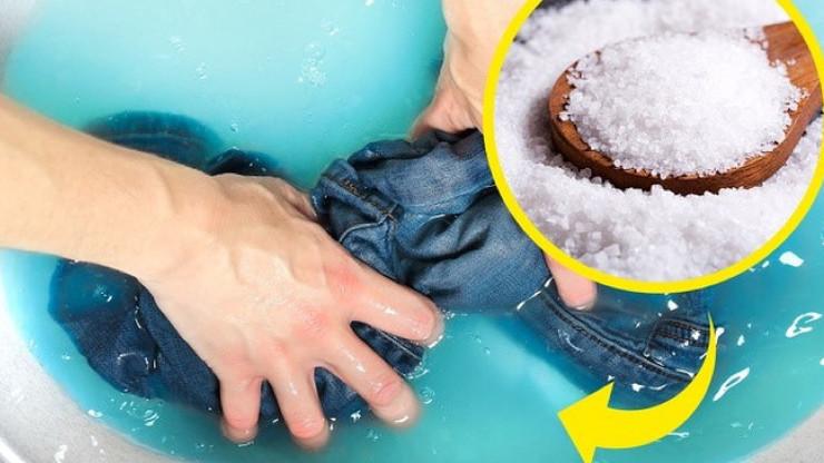 dùng muối giặt quần jean