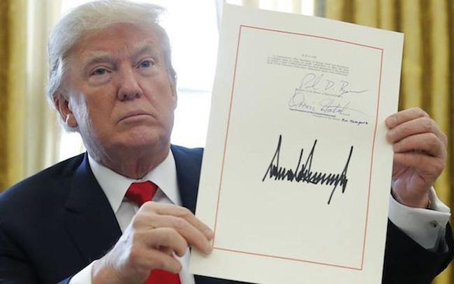 Chữ ký của tổng thống Donald Trump
