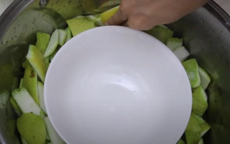 cách làm tinh dầu bưởi 3