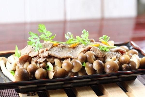 thịt bò xào nấm rơm